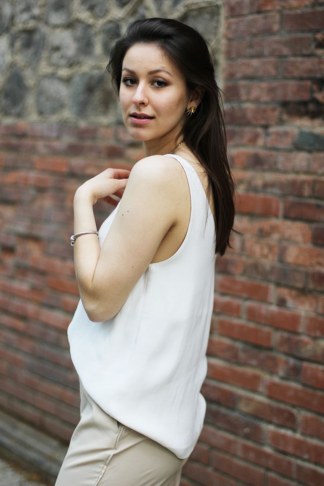 d00036c2f suit up! beige suit & white cami | heels in prague | a diary of a ...