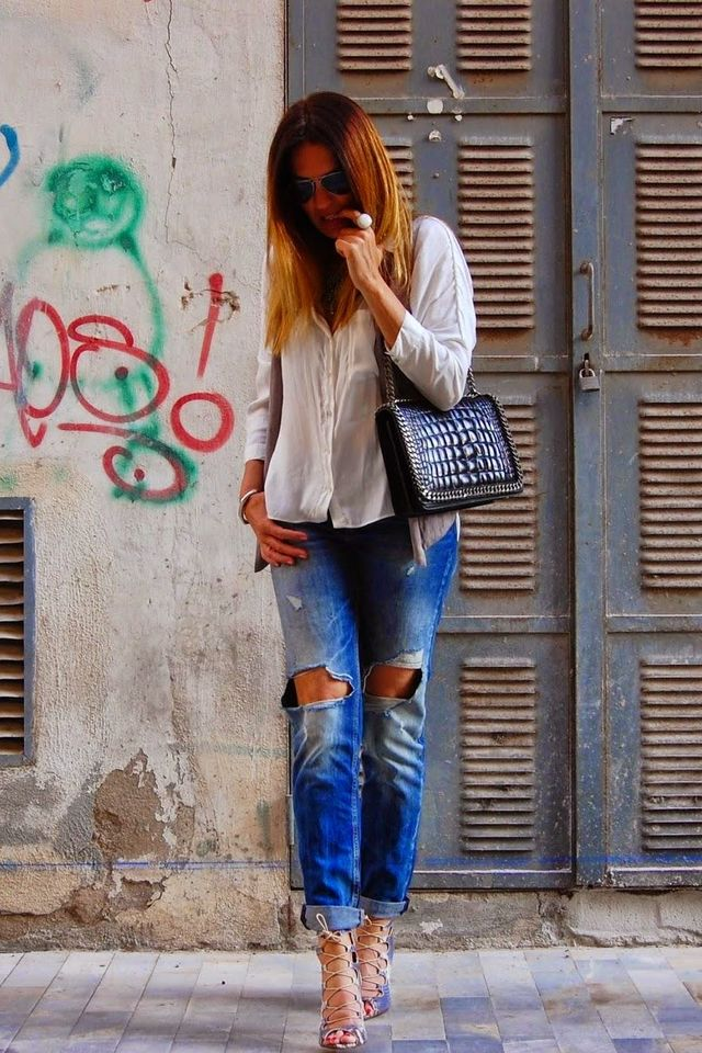 e8e01d758fe40 The Girl Behind The Pose  Zara Ripped Jeans and Croc Chain Purse ...