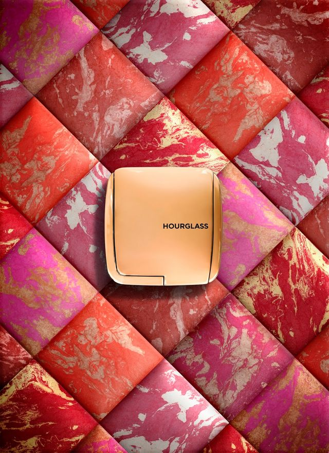 In light of my love for the transformative powers of the Hourglass Ambient  Lighting Powder (my review of Dim and Diffused Light ... 8cd758528ec52
