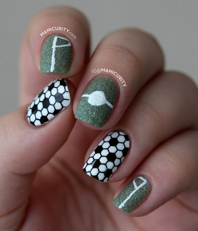 To add some festivity to my hands this week, as someone with a penchant for  nail polish would, I did this simple soccer nail art manicure. - BecauseFutbol Simple Soccer Nail Art Manicurity Bloglovin'