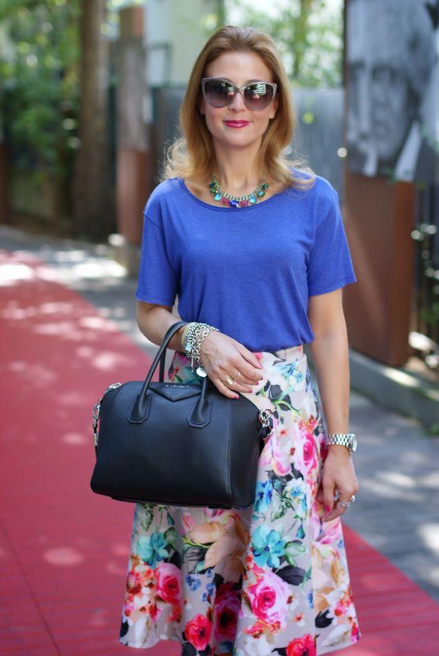 33814840911d Tezenis t-shirt Moschino sunglasses Asos midi skirt Sodini bijoux necklace Givenchy  Antigona bag. Le Silla slingback pumps