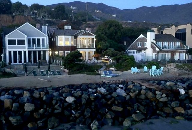 found it the real beach house from grace and frankie hooked on houses bloglovin. Black Bedroom Furniture Sets. Home Design Ideas