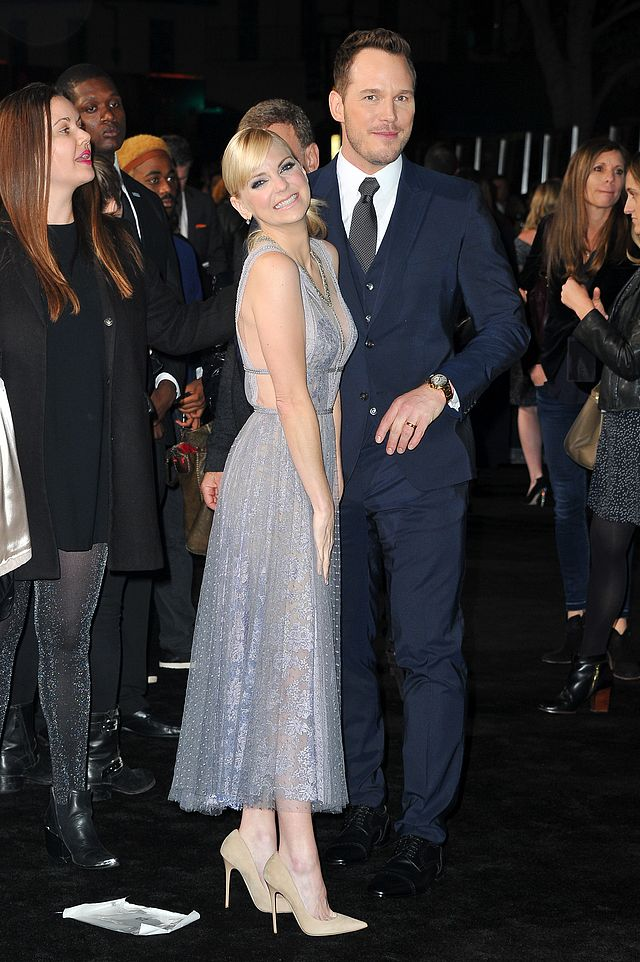 47b843f9e7c Anna Faris is giving us so many style goals in this sheer lilac gown ...