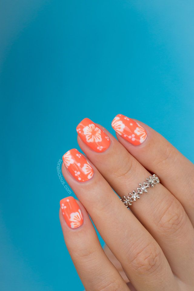 Hawaiian flower nail art tutorial sonailicious bloglovin the holiday mood is in full swing at sonailicious hq in just 20 days im going to be sipping pina coladas by the beach even though its cold in sydney prinsesfo Gallery