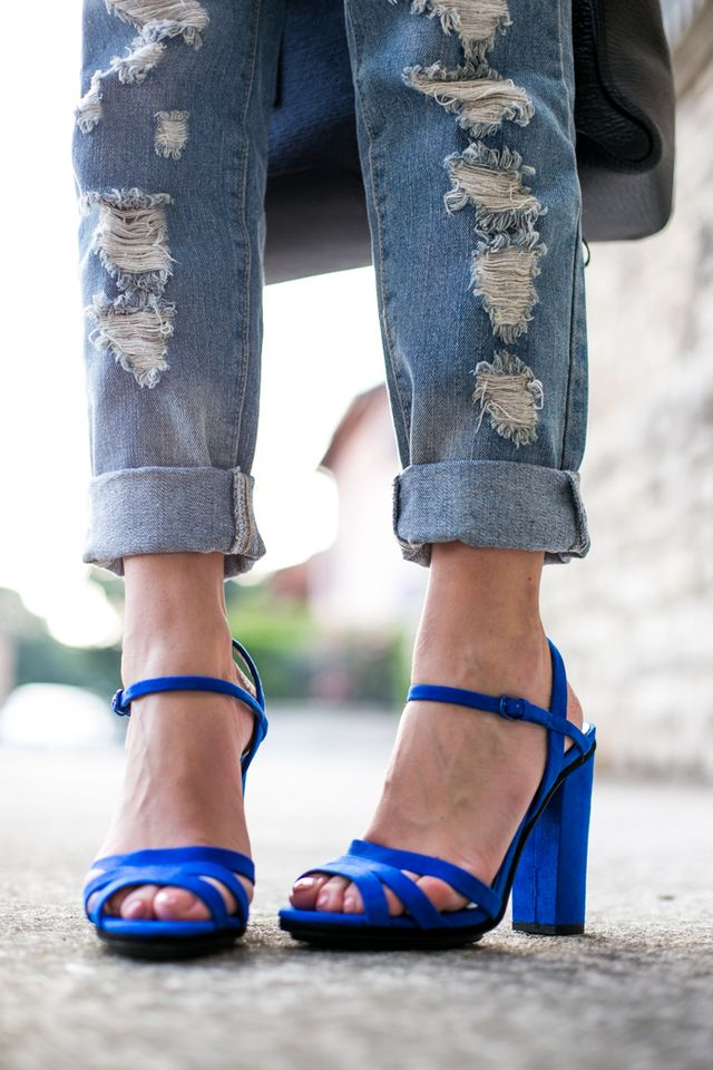 e50ffe09dae1 BOYFRIEND JEANS AND BRIGHT ACCENTS | TheCabLook by Darya Kamalova ...