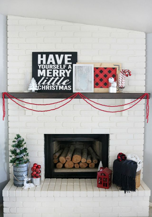 Buffalo Check Holiday Mantel | The Crafted Sparrow | Bloglovin\'