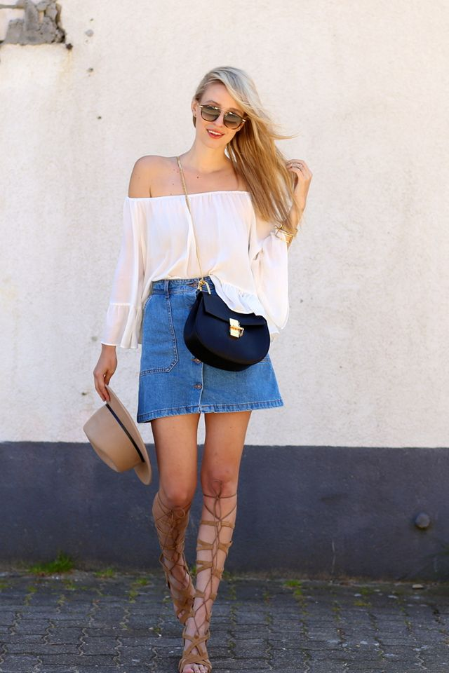 c9009a161 The post Off-the-shoulder & Denim skirt appeared first on .