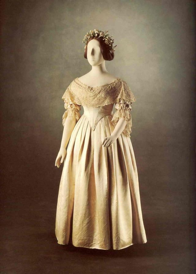 Queen Victoria Wedding Dress Trendsetter | Sew Country Chick- DIY ...