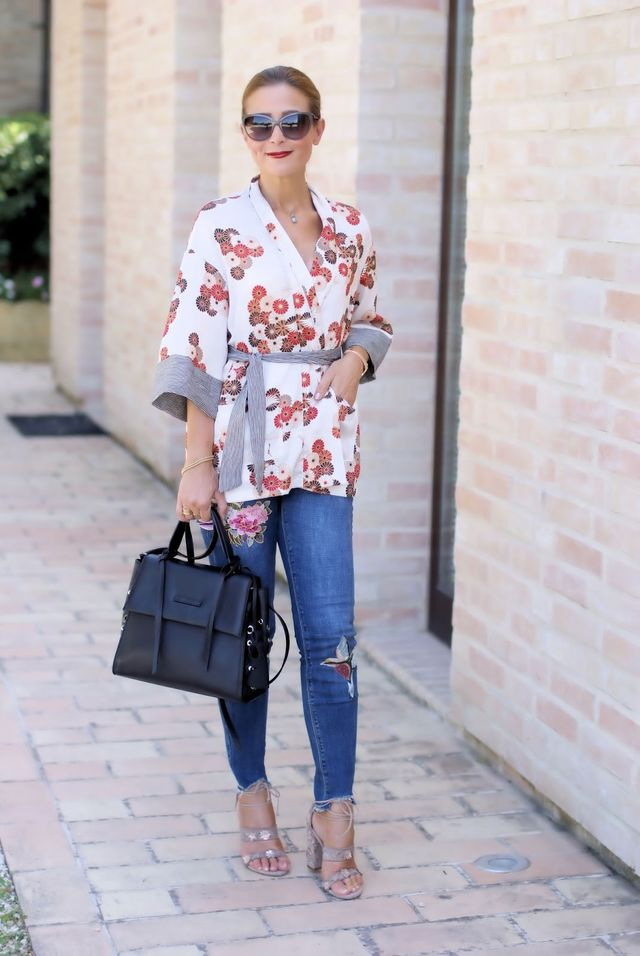 How to style a kimono top: my outfit idea with skinny jeans and Le Silla  shoes