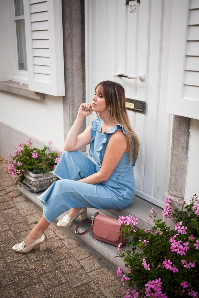 e6768799 Outfit: ruffled jumpsuit, gold loafer pumps | The Styling Dutchman ...