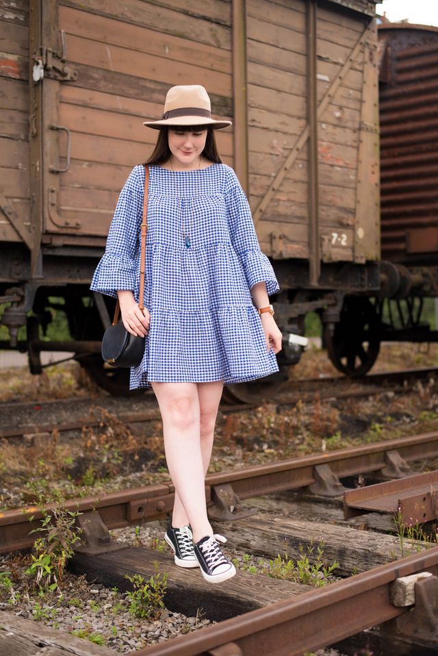 b27d4ad0 Dress: Zara - Bag: Marc by Marc Jacobs - Necklace: Eclectic Eccentricity  Some sneakers and an oversized comfortable dress = one of my favourite  looks right ...