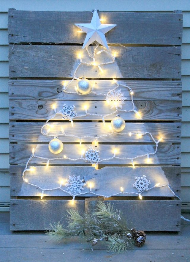 DIY Pallet Christmas Tree with Mini Lights | Crafts a la Mode ...