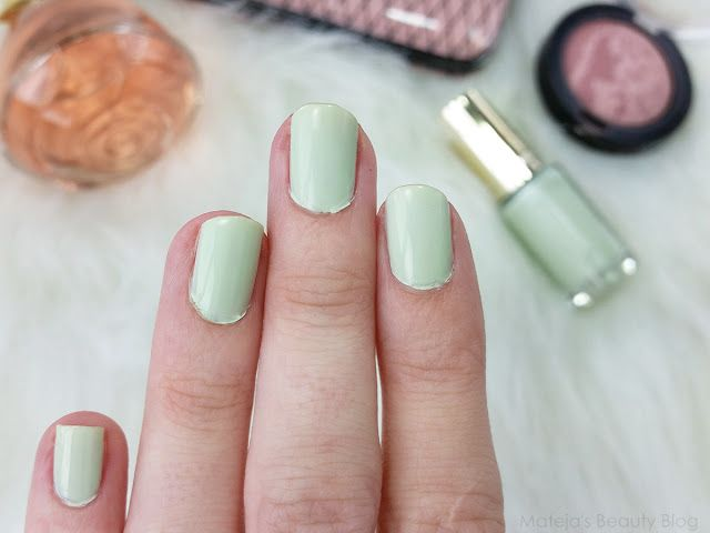 L\'Oreal Les Blancs Color Riche Nail Polish 852 Pistachio Drage ...