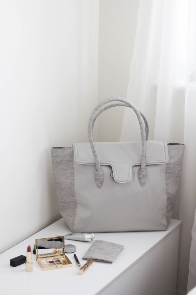 ff03641ea97 So, until the 19th July 2016, when you spend £75 or more on Estee Lauder at  Harrods, you will receive this lovely grey tote bag filled with make-up  goodies ...