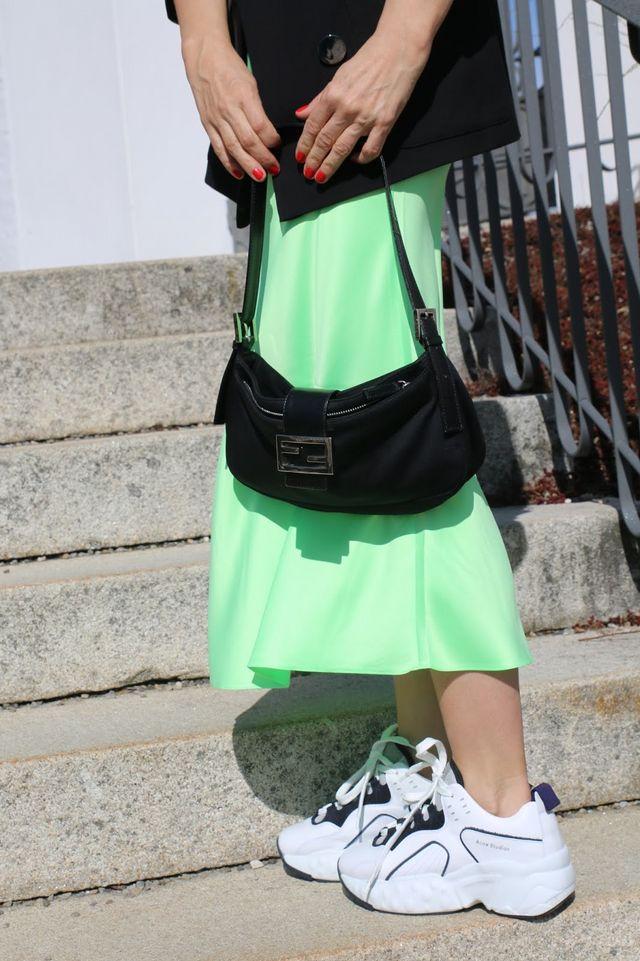 854ce33cff45a0 Bag  Fendi   Skirt  Asos   Sneakers  Acne Was denkt Ihr