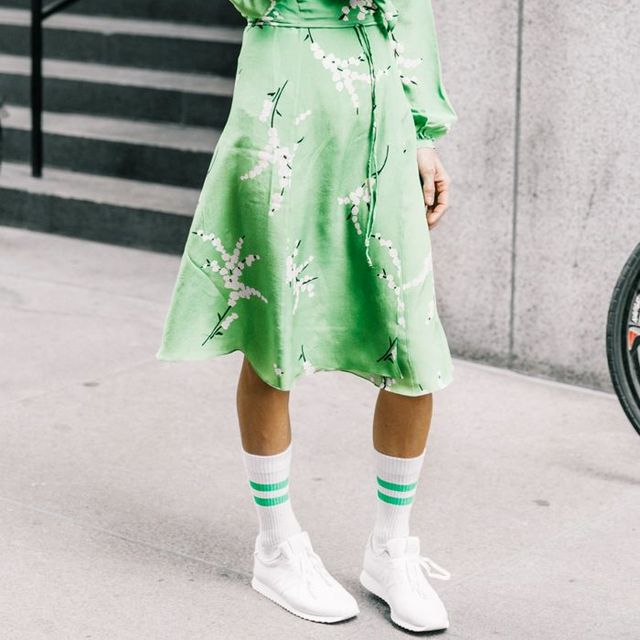 1a73cadbbdd4cf 9 Cute Sneaker Outfits That Actually Look Dressed Up
