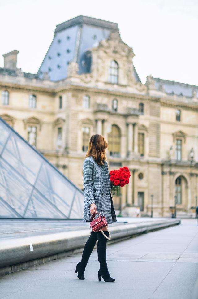 9c57716174a Kombinaci jsem doplnila vysokými kozačkami a novou kabelkou Valentino. S ní  jsem samozeřejmě sladila i rtěnku a také růže! Tak jak se Vám look líbí