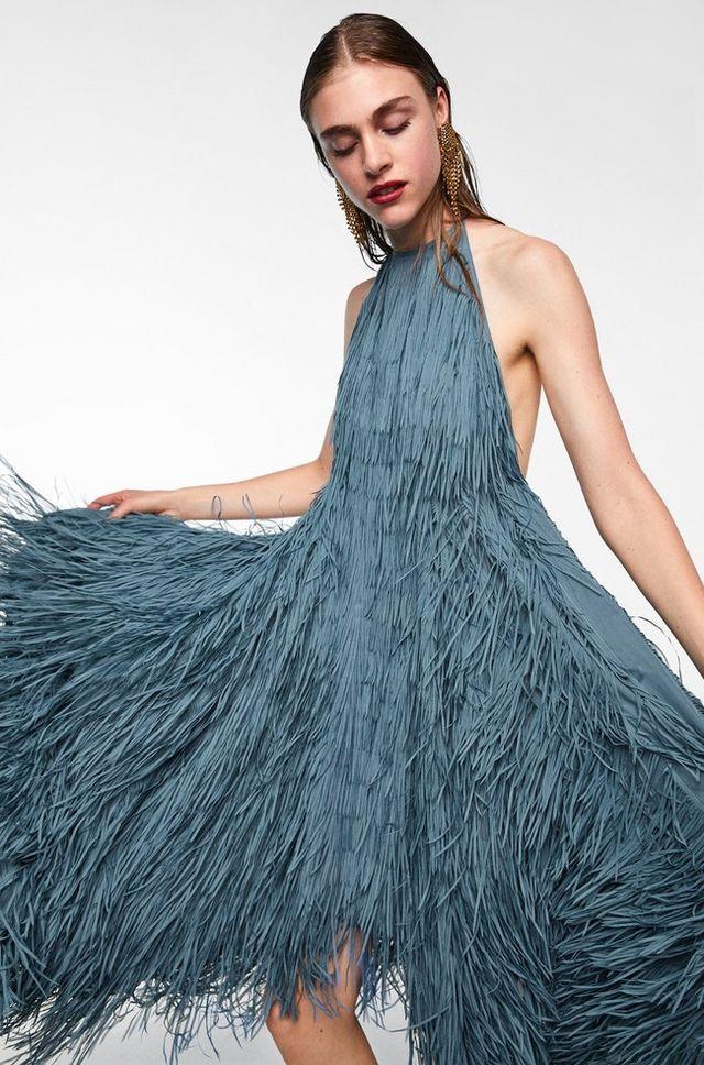 El ya famoso vestido de Zara de Marta Ortega ha vuelto... en color plomo 26ae0da3c7c4