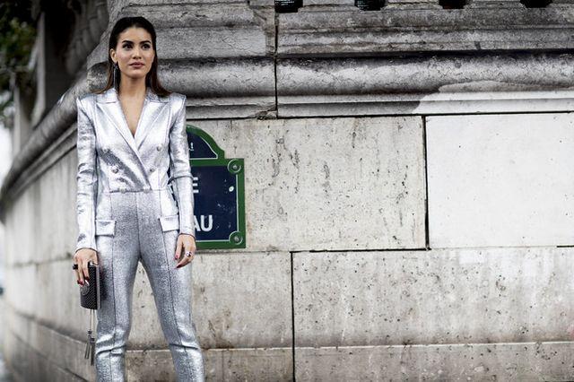 Quizás el color plata no es una novedad en el mundo de la moda pero esta  Primavera-Verano 2018 llega en su totalidad y con acabado tipo espejo. La  calle se ... 0f94b75ce54
