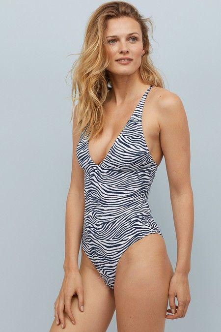674e2c0edcb8 Las 31 ideas de H&M que vestirán de arriba a abajo tu look de playa ...