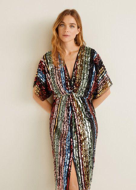 Los vestidos de paillettes son si duda las protagonistas de toda fiesta que  se precie. Una cena de empresa e4cc51681f3d
