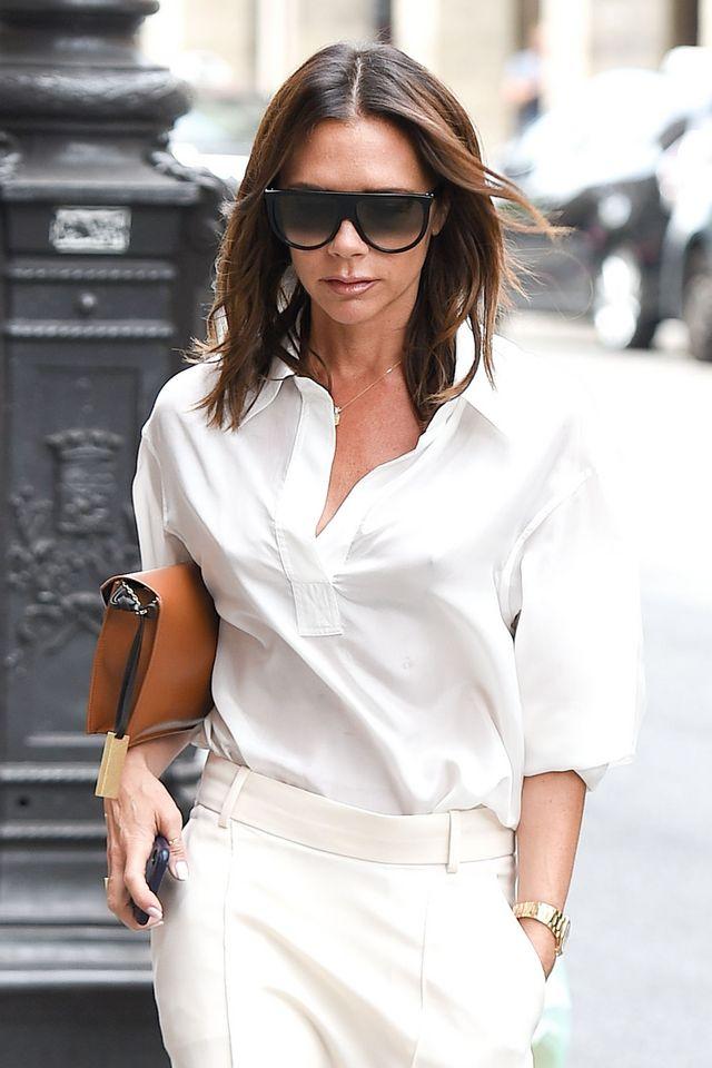 La camisa blanca  una prenda para salir a las 8am de casa y llegar al  amanecer 3c2630f05c5c