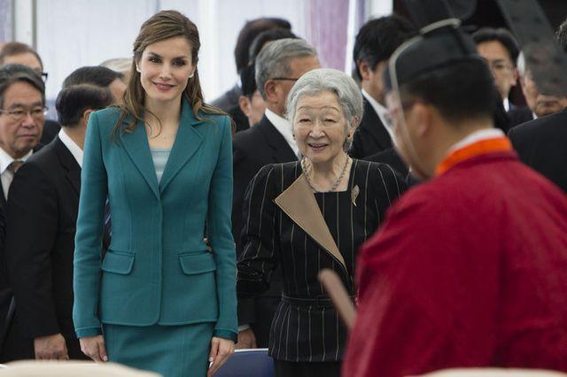 new style 34a86 e5e43 Doña Letizia tiene en su vestidor dos trajes iguales, y uno lo ha lucido  para despedirse de Japón