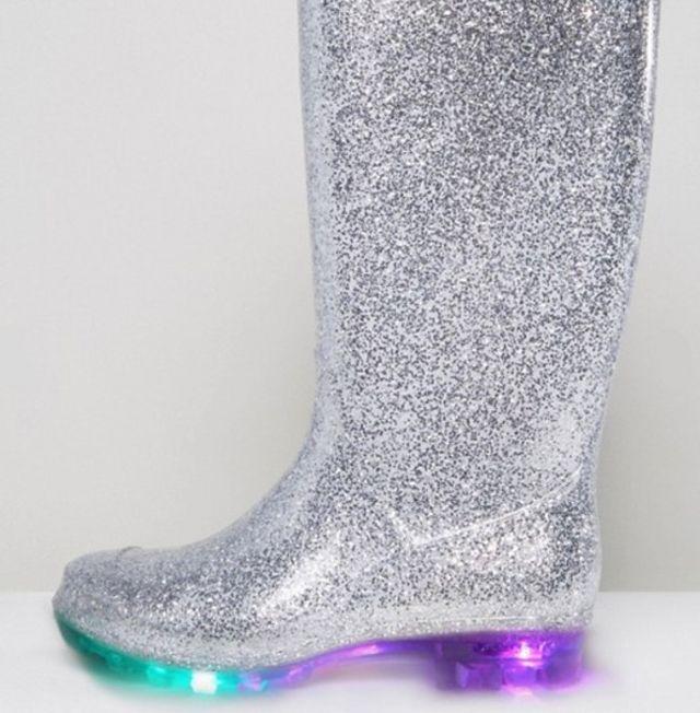b38aca06c17 No sabemos si la gente se ha vuelto muy previsora con el calzado de  invierno, si se prevén lluvias en algún festival próximo o, simplemente, si  las botas se ...