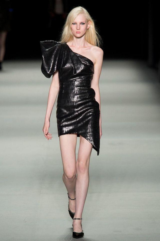 b7888358b5 Clonados y pillados  el vestido más it de la Navidad es made in de Zara ¿O  era Saint Laurent