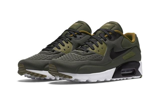 quality design 7cf86 6c867 Soon after upgrading the Air Huarache Ultra with a cargo khaki colorway,  Nike s Air Max 90 Ultra SE gets a similar take with the military-inspired  hues.