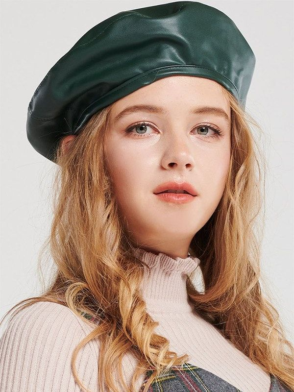 594452910ed9f Jennifer Lawrence s Green Beret Is A Cool Take On The French-Girl ...