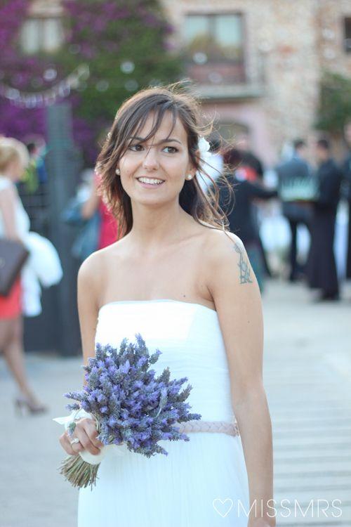 la boda de xàntala + daniel: el ramo de la novia y el prendido del